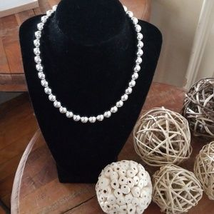 Jewelry - Silver Pearl Beaded Necklace